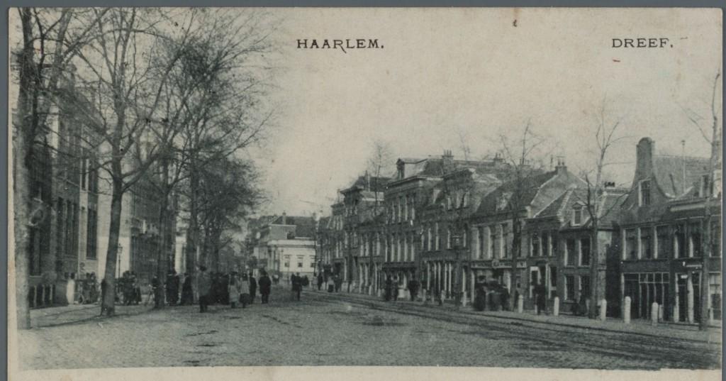 Het Houtplein ca. 100 jaar geleden